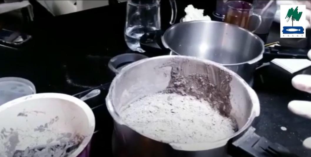 Cómo facer lixivia ou xabón con cinza?