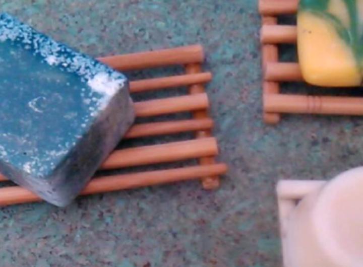 Como facer unha xaboeira con paus chineses