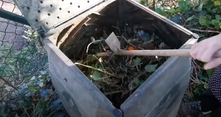 Compostaxe caseira 3: Mantemento básico do composteiro